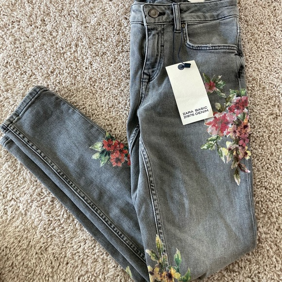 Zara Floral Jeans Size:US 4. NWT